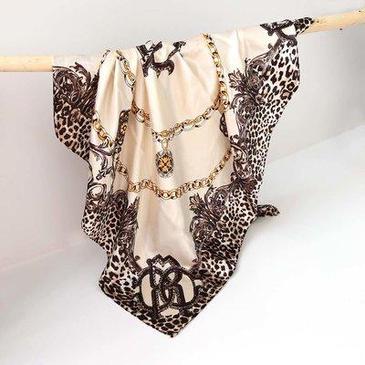 Satin bandana scarf leo chain cream