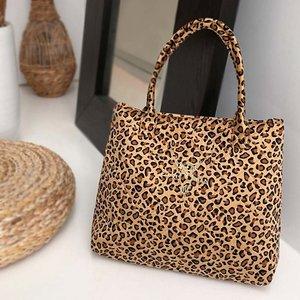 Leopard velvet shoulderbag